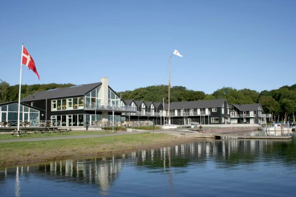 Hotel Strandtangen is situated in a beautiful spot with the local Marina as its 'front porch'